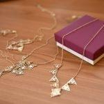 Nos conseils simples et efficaces pour entretenir votre médaille de baptême en métal précieux